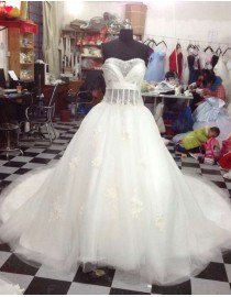 Awesome sweetheart illusion basque waistline lace appliques puffy skirt a-line court train wedding dresses LW-41