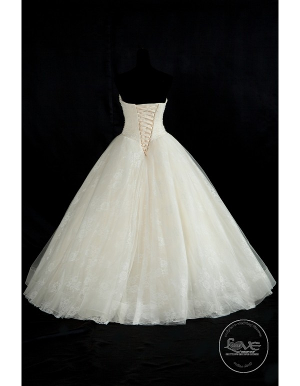 Gorgeous sweetheart lace appliques pearls crystals beaded bodice ...